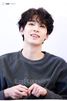 Wonwoo's curly hair is a whole ass lewk Woozi, Jeonghan, Diecisiete Wonwoo, Seungkwan, Seventeen Wonwoo, Seventeen Debut, K Pop, Vernon Chwe, Rapper