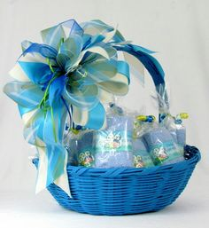 Canasta de regalo Wedding Gift Baskets, Wedding Gift Wrapping, Wedding Gifts, Housewarming Decorations, Diy Party Decorations, Baby Boy Shower, Baby Shower Gifts, Gift Wraping, Wedding Plates