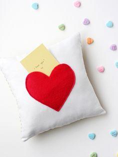 Como fazer almofada com bolso de coração passo a passo mural do artesanato . Blog da Drika