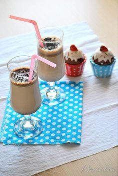 Μα...γυρεύοντας με την Αλεξάνδρα: Milkshake σοκολάτας Nutella Milkshake, Milkshakes, Yummy Drinks, Yummy Food, Yummy Yummy, My Recipes, Sweet Recipes, Soda Floats, Nutella Recipes