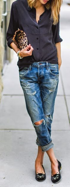 Boyfriend jeans are super comfortable and stylish, but it can be sometimes hard to put an outfit together . We've collected 21 of these simple/casual outfits that go perfect with any type of boyfriend jeans. Fashion Mode, Look Fashion, Fashion Trends, Street Fashion, Fashion Outfits, Fashion Details, Fashion Clothes, Runway Fashion, Fall Fashion