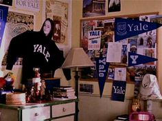 """Rory Gilmores """"Yale"""" Bulletin Board"""