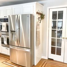 Motivating commanded kitchen renovation ideas More Help Small Kitchen Cabinets, Barn Kitchen, Kitchen Cabinet Design, Kitchen Redo, Kitchen Layout, Kitchen Remodel, Kitchen Ideas, Kitchen Storage, Refrigerator Panels