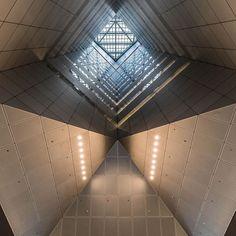 香港 中国銀行  #HongKong #BankOfChina  *Required to permit for shooting Hong Kong, Louvre, Style, Swag, Outfits