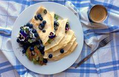 """Mandlové palačinky s kokosovou """"šlehačkou"""", mákem, borůvkami a avokádem se skořicí Destiel, Pancakes, Cooking, Breakfast, Food, Kitchen, Morning Coffee, Pancake, Kochen"""