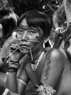 pachatata:  Yanomae Thëpë Urihipë (the forest of human beings). Yanomami woman, Roraima/Amazonas, Brazil  Photo: Sebastiao Salgado, Brazilian Photographer
