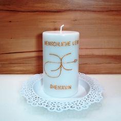 SHEN'ARIN bringt deine Aura zum Leuchten und verstärkt deine ganz persönlichen Farben in deiner Aura. Öffnet dich für die menschliche Liebe und klärt alte Beziehungsmuster. Hilft dir, dich zu lieben, so wie du bist und hilft anderen Menschen, dich zu sehen wie du wirklich bist. Pillar Candles, Candles, People, Light Fixtures, Love, Taper Candles