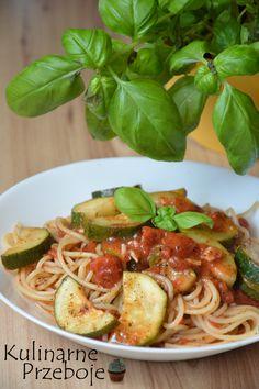 Expresowe spaghetti z cukinią, szybkie i pyszne spaghetti z cukinią w sosie pomidorowym, pomysł na piątkowy obiad, bezmięsny obiad, makaron z cukinią
