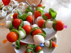 27 krásnych nápadov na servírovanie jednohubiek. Mini Appetizers, Caprese Salad, Catering, Food And Drink, Vegetables, Catering Business, Veggie Food, Vegetable Recipes, Veggies