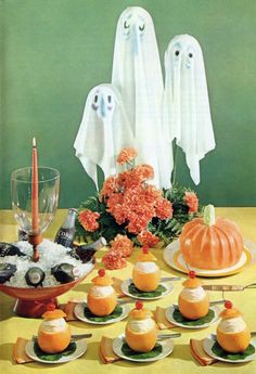 very mid-century party ideas. i think all the oranges are missing are the faces. 1960s Halloween, Vintage Halloween Images, Happy Halloween, Halloween Party, Halloween Decorations, Fall Decorations, Halloween 2020, Kitsch, Weird Vintage
