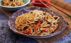 Zöldséges pirított tészta Recept képpel - Mindmegette.hu - Receptek Food 52, Wok, Japchae, Spaghetti, Healthy Recipes, Healthy Food, Cooking, Ethnic Recipes, Muffin