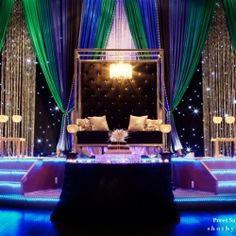 Love this sleek wedding altar! Very stylish and luxurious!