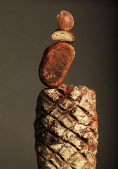 @Cocina Vasca nos deja este enlace que nos ha encantado. Esculturas con pan de Ana Domínguez. ¿Qué os parecen?      Ana Domínguez  Bread  Still life for Apartamento Magazine # 8    #muchamiga  http://www.pansano.net