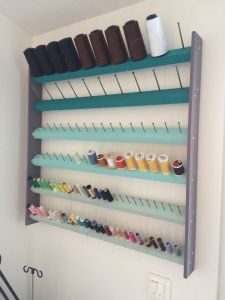 Craft Room Storage, Sewing Room Storage, Sewing Room Organization, Coin Couture, Atelier Couture Diy, Space Crafts, Home Crafts, Small Sewing Rooms, Thread Storage