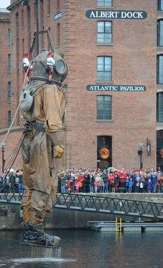 Les géants de Royal de Luxe (re)visitent Liverpool - LeMonde.fr