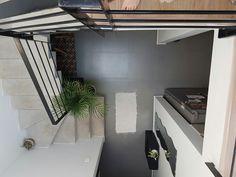 Cubo de luz, escaleras, entrada de casa