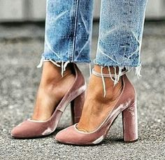 Pink velvet ☝ | @aquazzura | @perfectweddingblog