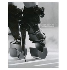 Shoe obsession http://www.vogue.fr/mode/news-mode/diaporama/obsession-de-chaussures/12668