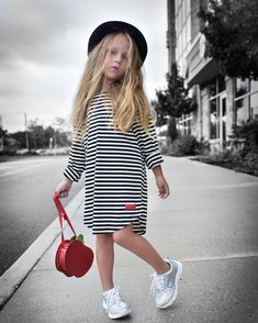 Fashion kids outfits, kids outfits girls y kids fashion. Fashion Kids, Little Girl Fashion, Toddler Fashion, Look Fashion, Kids Outfits Girls, Shirts For Girls, Girl Outfits, Fashion Outfits, Baby Girl Dresses
