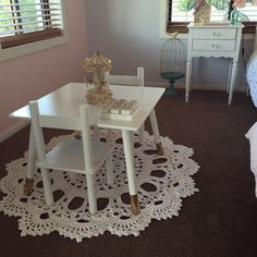 Hacked Kmart kids table and chairs #kmartaus #golddipped #girlsroomdecor #doilyrug #blush #roominspo
