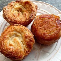 Kouign-Amann French Desserts, Mini Desserts, Christmas Desserts, Sweet Recipes, Cake Recipes, Dessert Recipes, Trifle Desserts, Delicious Desserts, Dessert Breton