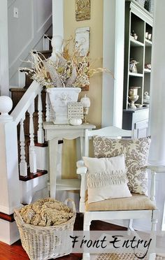 Lovin' the ruffled pillow (and everything else, too, to be honest!) over at the Thistlewood Farm Front Entry.