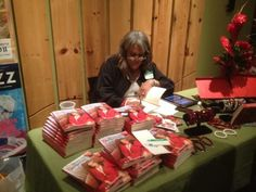 Rae Lewis-Thornton autographing books. #hiv #aids #aidsawareness #divalivingwithaids