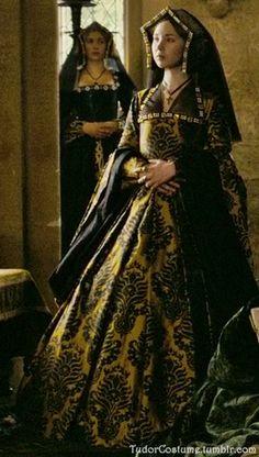 Tudor - The Other Boleyn Girl Costume Renaissance, Renaissance Dresses, Renaissance Fashion, Medieval Dress, Medieval Clothing, Tudor Costumes, Period Costumes, Movie Costumes, Historical Costume