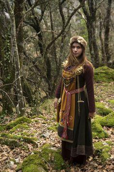 Perfect viking garb! https://uk.pinterest.com/source/maenadscraft.tumblr.com