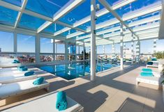 Hotel Florida **** in Lignano Florida Hotels, Solarium, Basketball Court, Strand, Berlin, Wanderlust, Ideas, Turkish Bath, Single Divan Beds