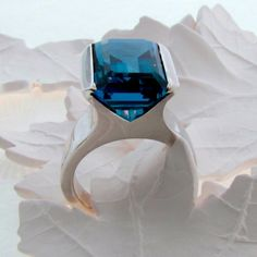 I want, need, must have this ring!! So much LOVE! White gold London blue topaz 70's inspired ring - hardtofind.