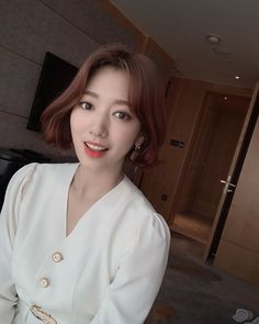 Image may contain: one or more people, selfie, closeup and indoor Asian Balayage, Long Bob Balayage, Brown Hair Balayage, Medium Short Hair, Long Layered Hair, Girl Short Hair, Pink Blonde Hair, Light Blonde Hair, Park Shin Hye