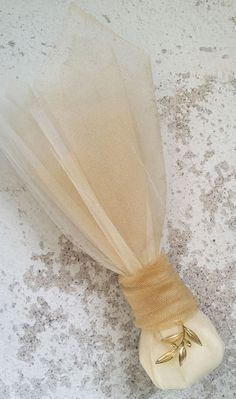 Greek wedding bombonieres with olive twig and gold tulles Food Wedding Favors, Handmade Wedding Favours, Wedding Favor Table, Chocolate Wedding Favors, Succulent Wedding Favors, Inexpensive Wedding Favors, Wedding Gift Boxes, Wedding Favor Bags, Beach Wedding Favors