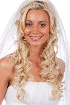 Wedding hairstyle with long beautiful curls