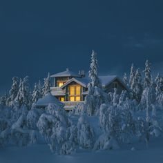 Snowy house in Finland : pics