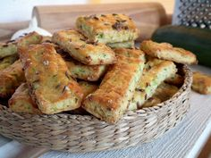 Schweinefleischstücke in zarter Senf-Sahne Sauce - nettetipps. Baby Food Recipes, My Recipes, Snack Recipes, Cooking Recipes, Zucchini Sticks, Healthy Snacks, Healthy Eating, Healthy Recipes, Russian Recipes