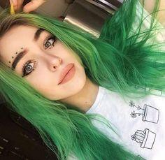I love her hair Extreme Hair Colors, Vivid Hair Color, Green Hair Colors, Color Your Hair, Cool Hair Color, Summer Hairstyles, Pretty Hairstyles, Wig Hairstyles, Hair Inspo