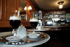 "EL ""BICERIN"" DE TORINO, ciocolate Gianduia, cafè y flor de leche, tradicional bebida de Turín"