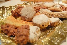 This delicious Spanish mantecados recipe is the perfect cookie recipe for the holidays, or a quick fix to your sweets craving! Try this traditional Spanish cookie recipe today. Recipe Today, Easy Spanish Recipes, Portuguese Recipes, Cookie Recipe In Spanish, Short Bread, Spanish Cuisine, Spanish Food, My Favorite Food, Health Desserts