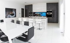White high gloss cabinets in a contemporary kitchen - modern, clean lines with slab doors and digital backsplash Tv In Kitchen, Kitchen Cabinetry, Kitchen Modern, Contemporary Kitchen Design, Luxury Kitchens, Custom Cabinets, Beautiful Kitchens, Kitchen Inspiration, Garden Inspiration