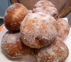 Homemade doughnuts with plum jam Plum Jam, Romanian Food, Sweet Memories, Doughnuts, Yogurt, Muffin, Cooking Recipes, Drink Recipes, Food And Drink