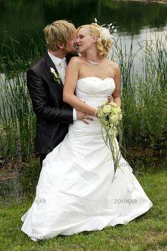 Brautpaar am Seeufer