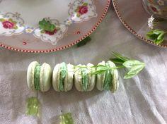 Hallo ihr Lieben. Heute möchte ich euch diese leckerenWaldmeister – Macarons vorstellen. Ich habe sie gebacken, um sie zum Geburtstag zu verschenken. Eshat mir große Freude bereitet, siehe…