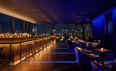 After four years in the making, Ian Schrager's Public hotel has opened its stylish glass doors in New York City's Lower East Side. Occupying the bottom half of his newly built 15 Chrystie Street tower, designed by Herzog Lower East Side, New York Rooftop Bar, Rooftop Bars Nyc, Hotel A New York, New York City, Bar Lounge, New York Bedroom, Public Hotel, Public Nyc