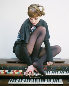 Happy late 28th birthday to my artistic inspiration , Claire Boucher aka Grimes AGH IVE KNOWN ABOUT THIS ANGEL FOR A LONG TIM BUT IVE BARELY Started appreciating her beautiful work as a producer and she's just so fucking great and inspiring , her music is so fucking deep it gives me the chills , she looks like a lil babeh but SHE IS 28 ADAHSJSJSJSN I love you so much @actuallygrimes and I'm so sad that your concert in April is sold out .-. Love you babe keep making great music