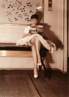 Sometime around Carlo Mollino began to seek out women—mostly dancers—in his native Turin, inviting them to his villa for late-night polaroid sessions. Modern Love, Girl Reading, Man Ray, Vintage Beauty, Book Lovers, Books To Read, Pin Up, Villa, Poses