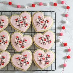 Valentines Gift Box, Valentine Cookies, Love Bites, Cookies And Cream, Cookie Decorating, Sugar Cookies, Baked Goods, Baking, Creative