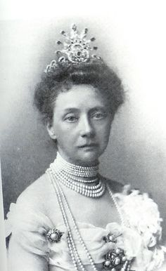 Duchess Elisabeth of Mecklenburg, nee Princess of Saxe-Weimar-Eisenach. 1st wife of Duke Johan Albrecht; unknown tiara.