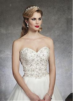 Elegant  Ball Gown Wedding Dress With Beaded Lace Appliques