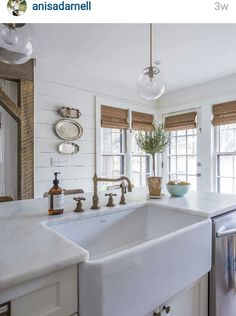 Love love love a farmhouse sink